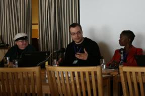 Bild: Sari Polvinen, Juha Tupasela och Karen Lord i       panelen (med Cheryl Morgan utanför bild).