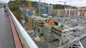 Bild: 12 oktober: Brohuset växer vidare.