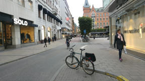 Bild: 11 oktober: Trevligt Norrmalmstorg runt hörnet från     vägarbetena Norrlandsgatan.