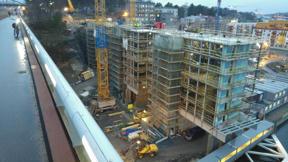 Bild: 8 december: Brohuset växer vidare.