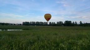 Bild: När vi kom tillbaks till Årstafältet såg vi en ballong lyfta.