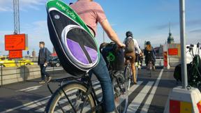 Bild: 25 augusti: Gott om cyklister (som nyss har släppt     över gående) i Slussen.
