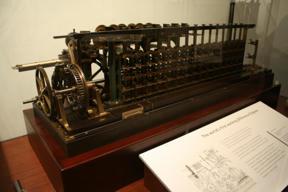 Bild: Babbage fick som bekant inte sina maskiner riktigt färdiga.  Här       är en av de första som faktiskt fungerade, byggd i Stockholm!