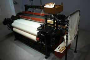 Bild: Toyoda Type G Automatic Loom, 1924.       En senare automatiskt vävstol.  Den här var först med att även kunna       byta skyttel när tråden var slut.