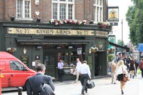 Bild: En trevlig pub, inte alls så turistfällig som man kunde       tro av läget helt nära Buckingham Palace.