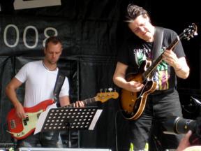 Bild: Jojje Wadenius med basist