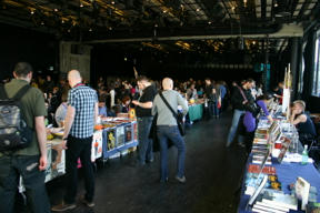 Bild: En liten del av folkvimlet på årets upplaga av SPX     (jag lyckades inte få någon bra bild där det verkligen framgår hur mycket     folk det var där).