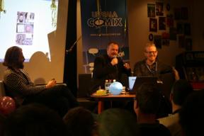 Bild: Ola Skogäng och Daniel Thollin firar Theo 10 år,     David Haglund till vänster intervjuar och gratulerar.
