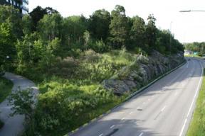 Bild: Sommargrönska vid Tussmötevägens bro över Huddingevägen