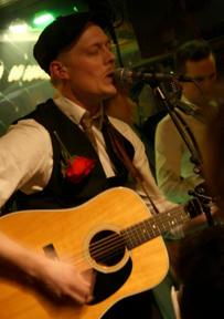 Bild: Peter Strömquist på gitarr