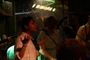 Bild: Gästande sångerska som jag inte riktigt vet vem hon är?