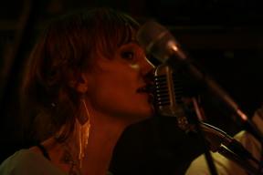 Bild: Camilla Neideman, sång och trumma
