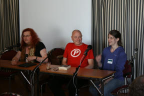 Bild: The first panel: Cheryl Morgan, Markku Soikkeli and Tricia     Sullivan.