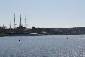 Image: Mariehamn and convention hotel (the gray building